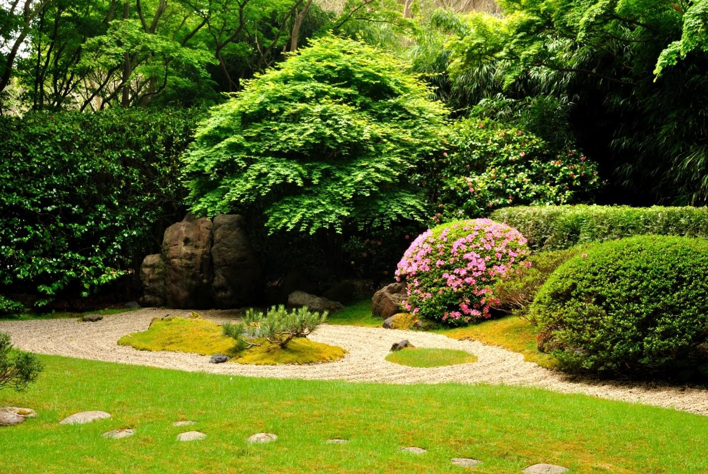 Top Ten Questions to Ask Before You Hire a Landscaper