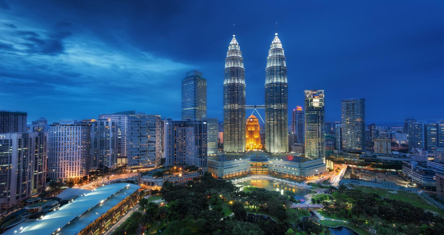 Planning to go out for vacations to spend time with family? Let's have a trip to the top places in Malaysia!
