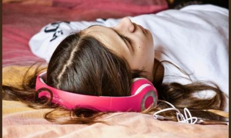 Music reduces anxiety and pain during surgery